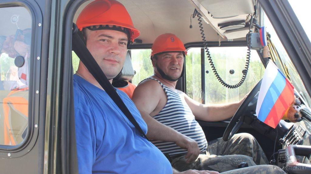 Участники соревнований на УАЗ Хантер. Пилот и штурман