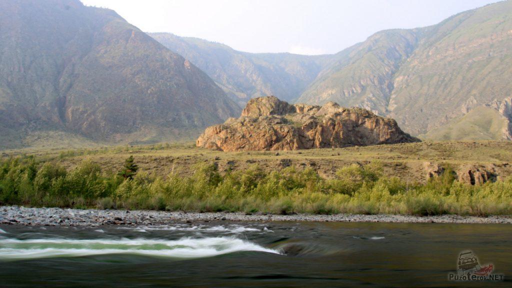 Гора на берегу Реки Чулышман