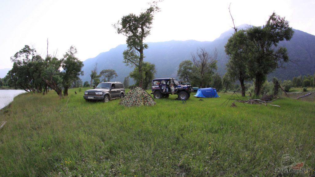 Разбили лагерь недалеко от устья реки Чулышман