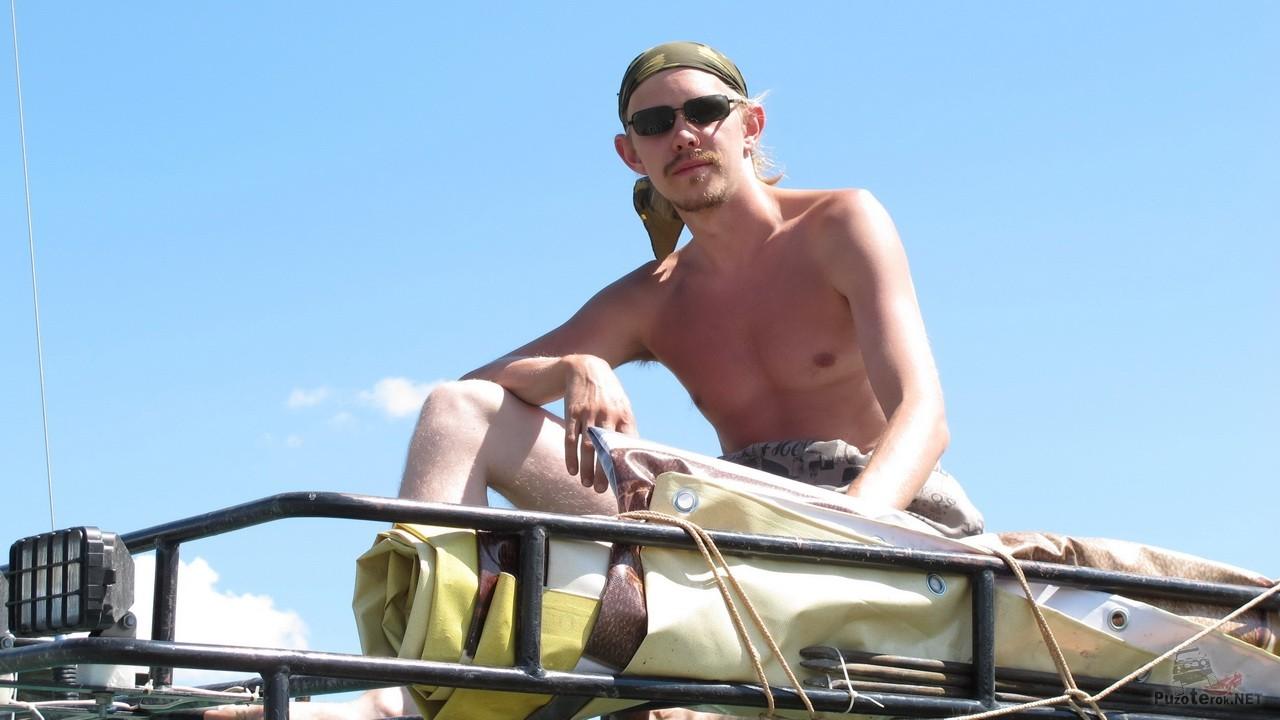Багажник УАЗика отлично подходит для отдыха и загара