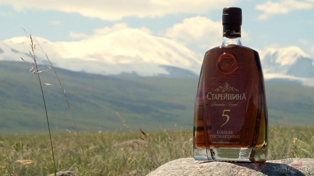 Фото Коньяк Старейшина 5 лет на Укок на фоне гор