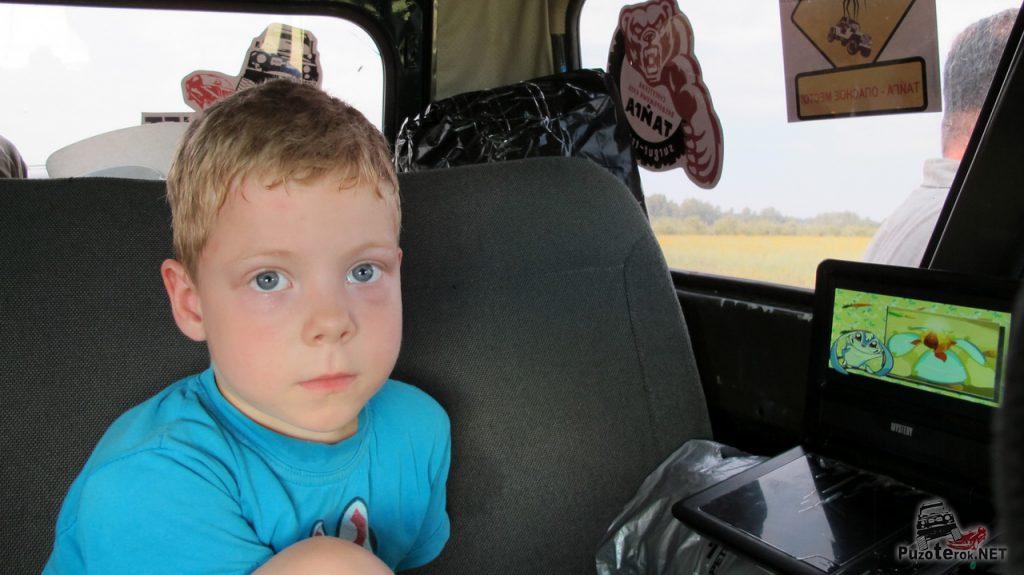 Переносной автомобильный DVD - удобная вещь в путешествии с детьми