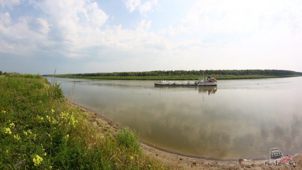 Сухогруз на Иртыше