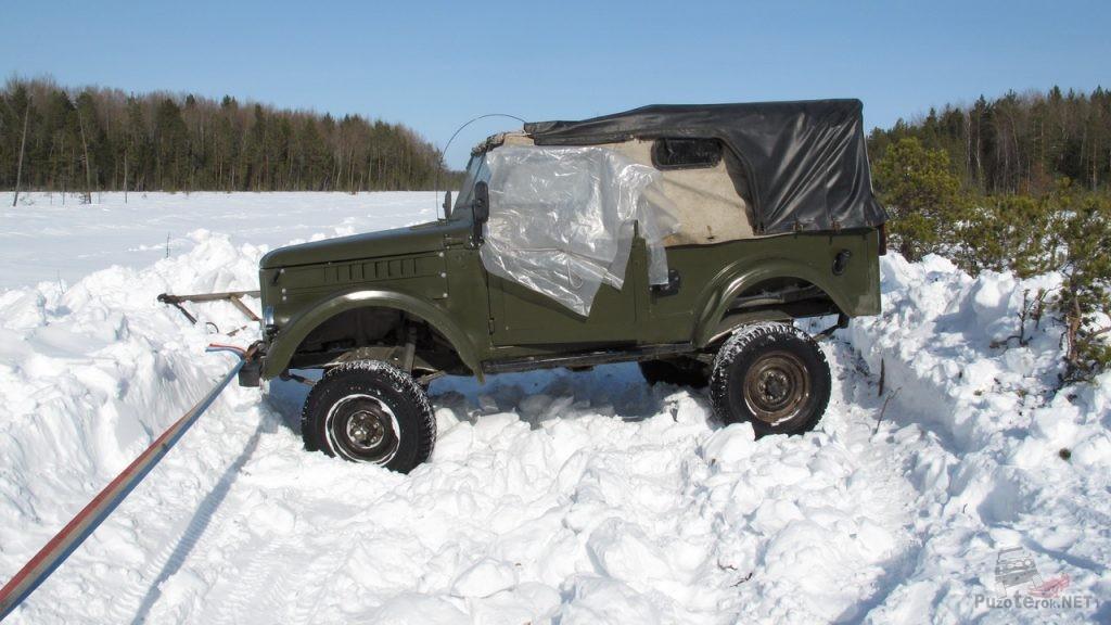 Разворот ГАЗ-69 на зимнике