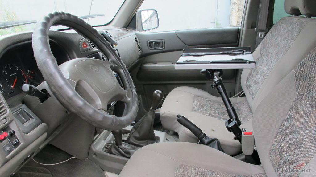 Кронштейн для ноутбука в машину