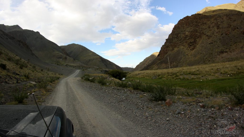 Гравийная дорога в Монголии
