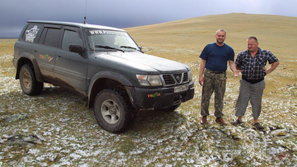 Снег в горах Монголии