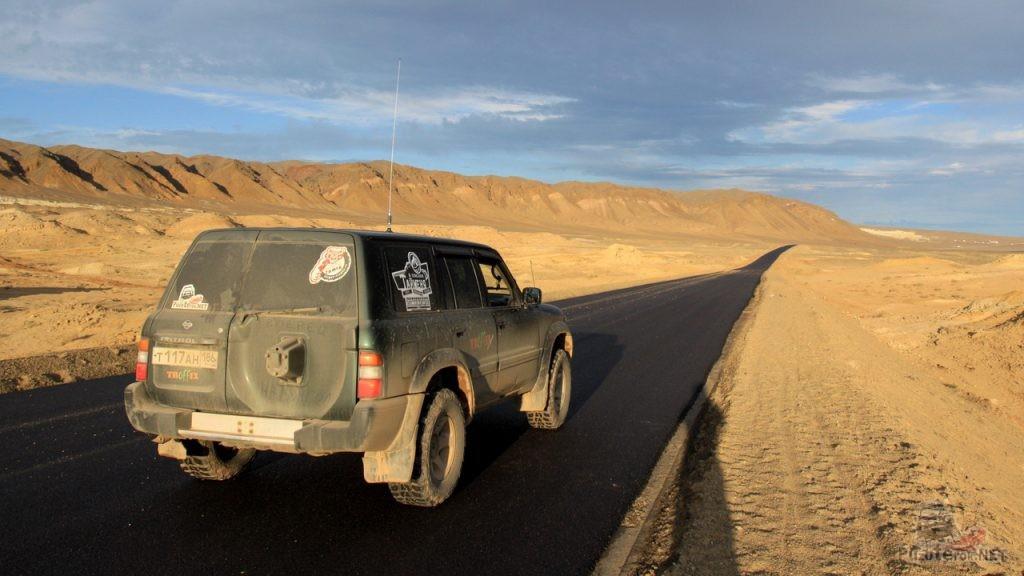 Монгольская асфальтированная дорога