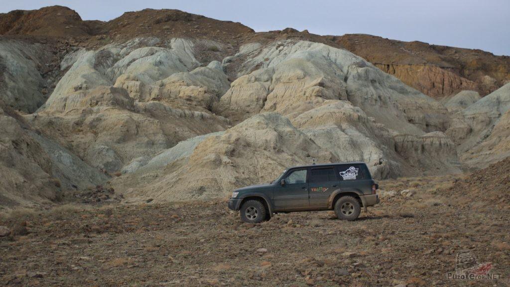 Слоеные горы в Монголии