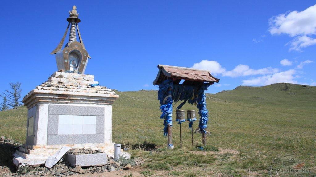 Буддистская ступа на перевале