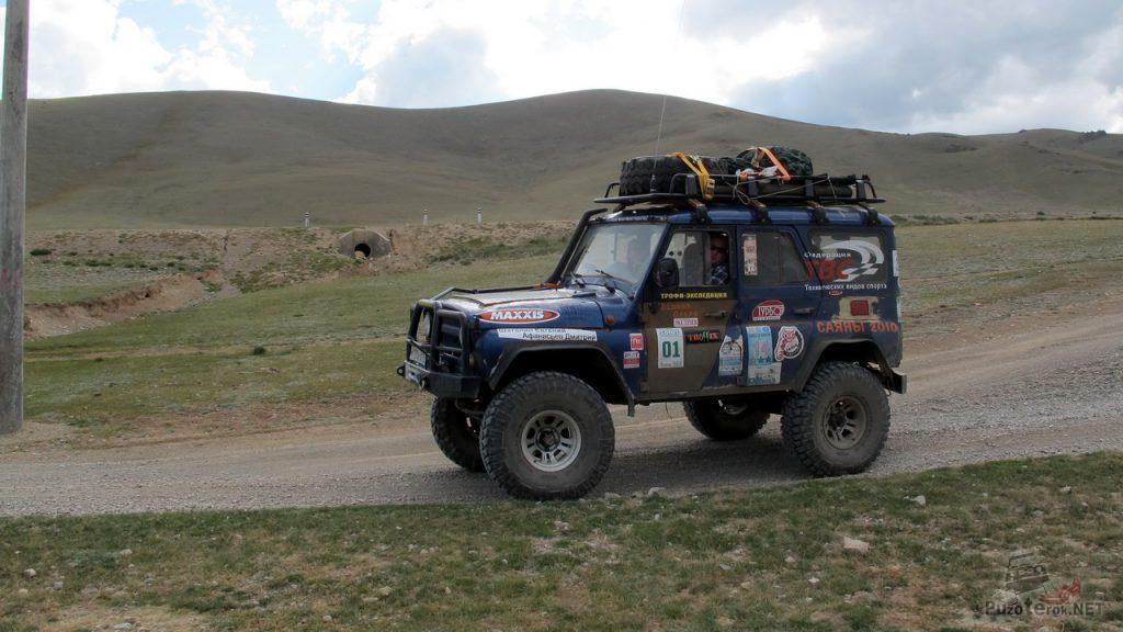 УАЗ 31519 с дизелем TD27T, подготовлен для бездорожья, участвует в экспедиции в Монголию