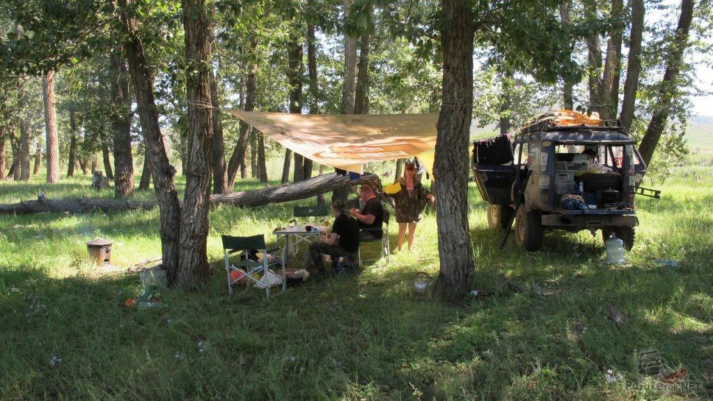 Лагерь на берегу реки Селенга