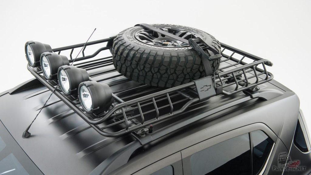Крепление фар дополнительного света и запасного колеса на экспедиционном багажнике