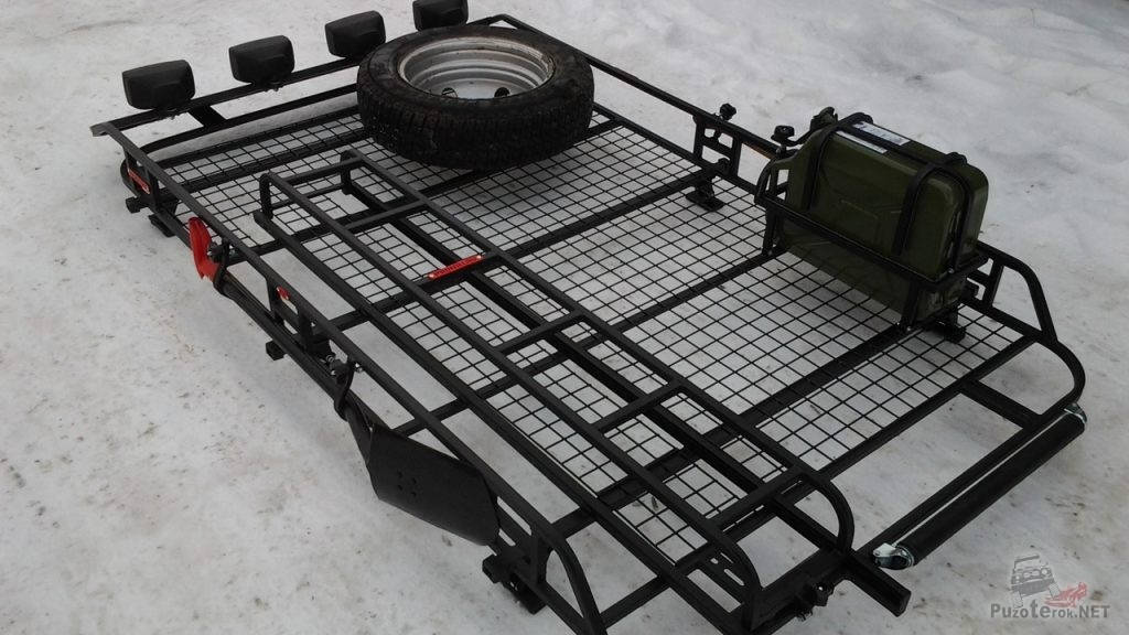 Крепление канистры и запасного колеса на багажнике