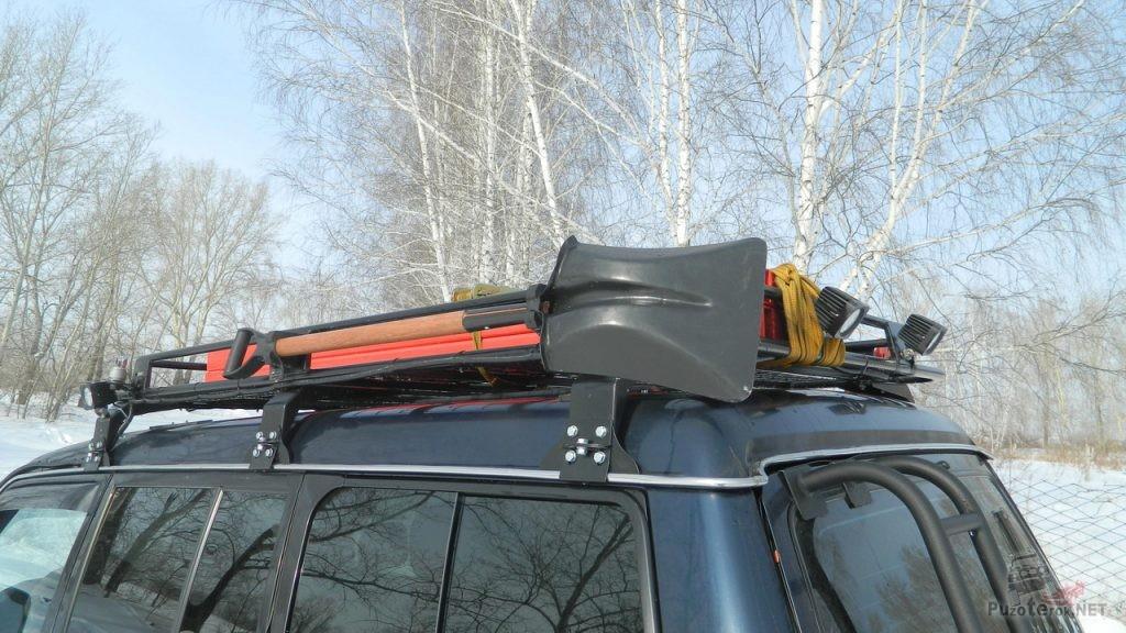 Крепление лопаты на багажнике