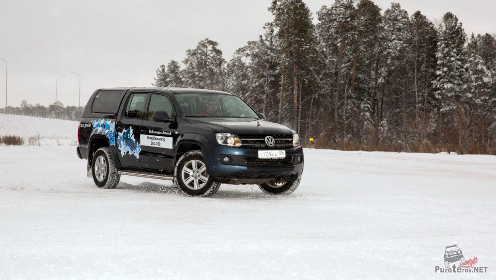 На фото - попытка ввести Volkswagen Amarok в занос