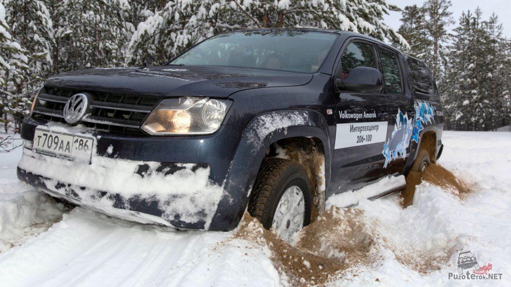 Volkswagen Amarok застрял в песке под снегом