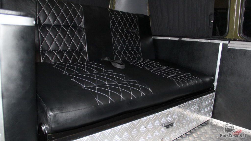 Кожаный диван и рундуки из рифленого алюминия в УАЗ Буханка