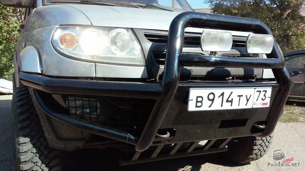Передний силовой бампер УАЗ с кенгурином