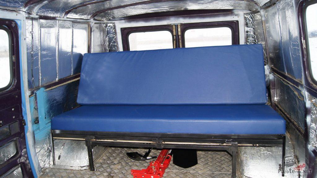Раскладывающийся диван-трансформер в УАЗ Буханка