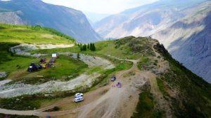 Автокемпинг на вершине горы над долиной Чулышмана