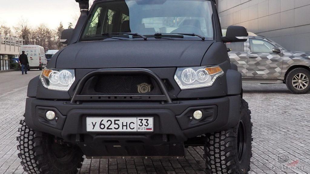 Фирменый силовой бампер на УАЗ Патриот