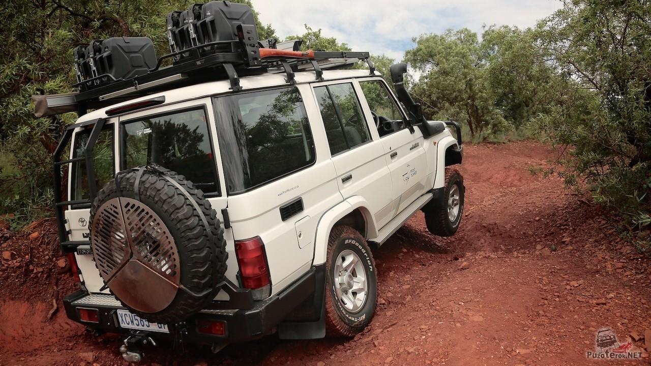 Фото Land Cruiser HZJ76 в экспедиции по австралии
