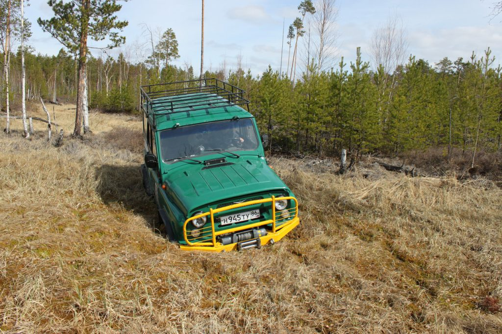 Уаз на 35 mudzilla maxxis провалился на ковровом болоте