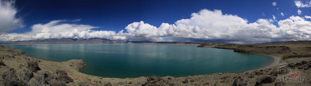Красивое озеро Урег-Нур в Монголии