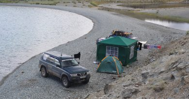 Место лагеря для рыбалки на озере Урег-Нуур