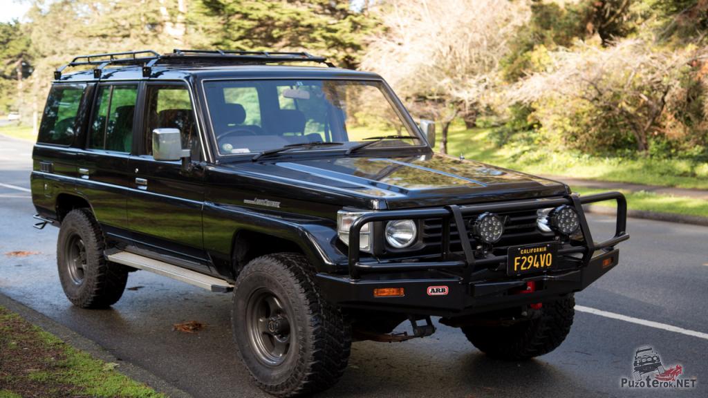 Лэнд крузер 76 из калифорнии с минимальным тюнингом без излишеств. Обычный семейный автомобиль американца.