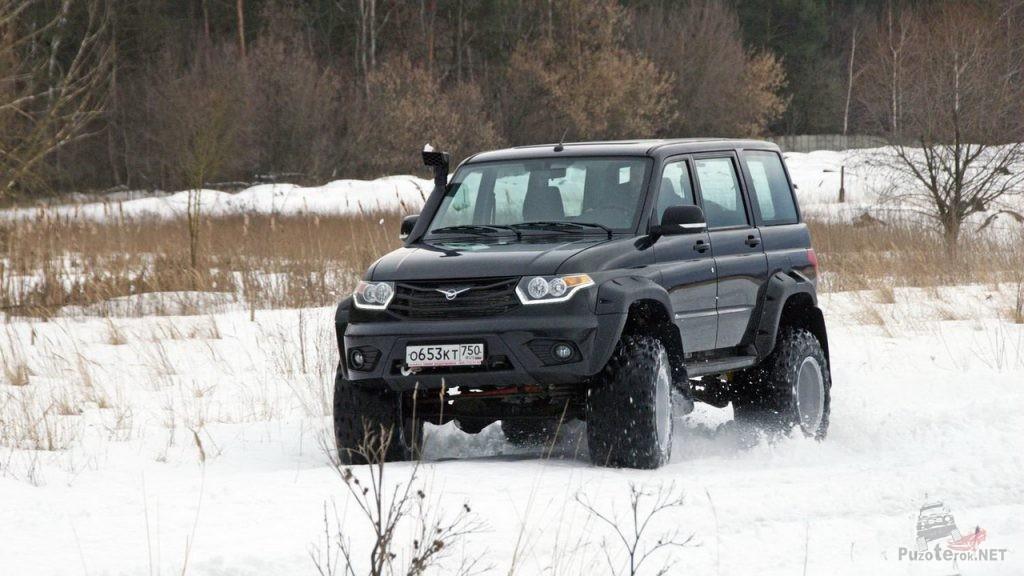 УАЗ Патриот на шинах M-Trim едет по снегу