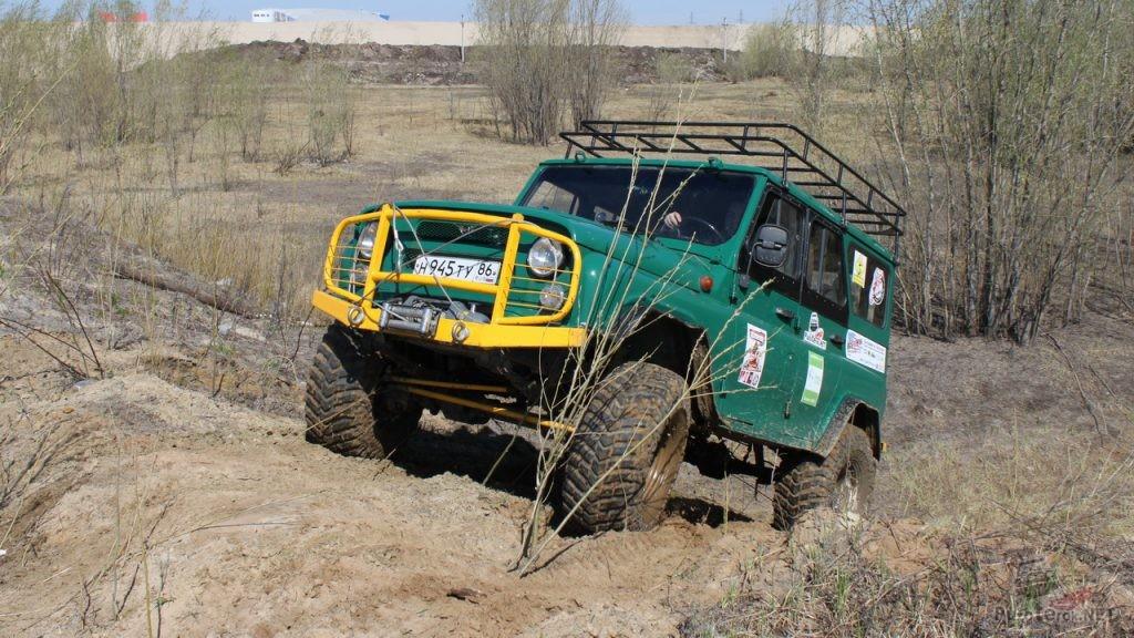 Зеленый УАЗ подготовленный для Трофи