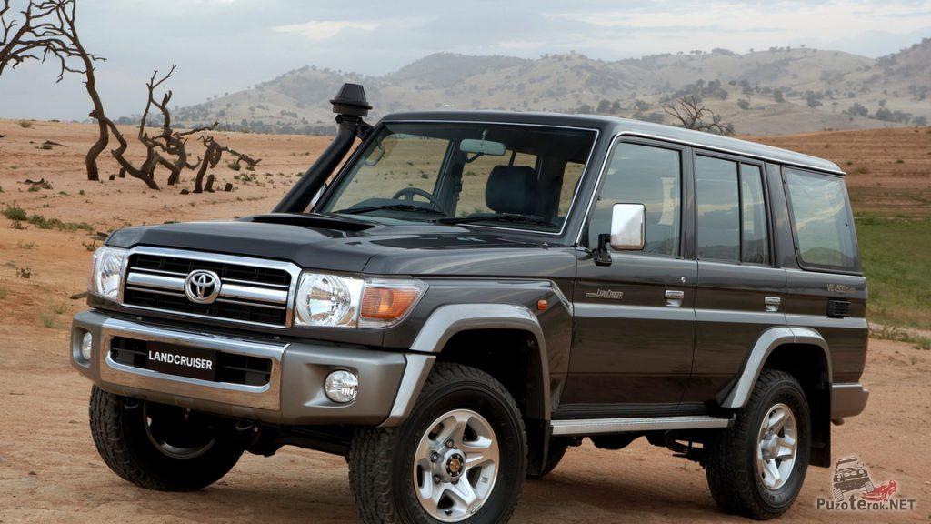 Toyota land cruiser 76 отлично себя чувствует в американской или австралийской пустыне