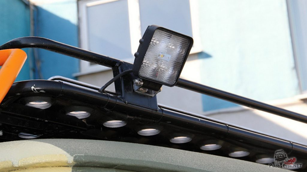 Боковые фары рабочего света на багажнике