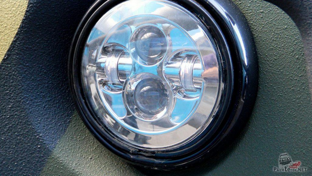 Головные фары УАЗ Буханка заменены на светодиодные