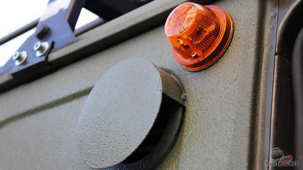 Шноркель спрятан внутри кузова. Его наличие выдает только воздухозаборник.