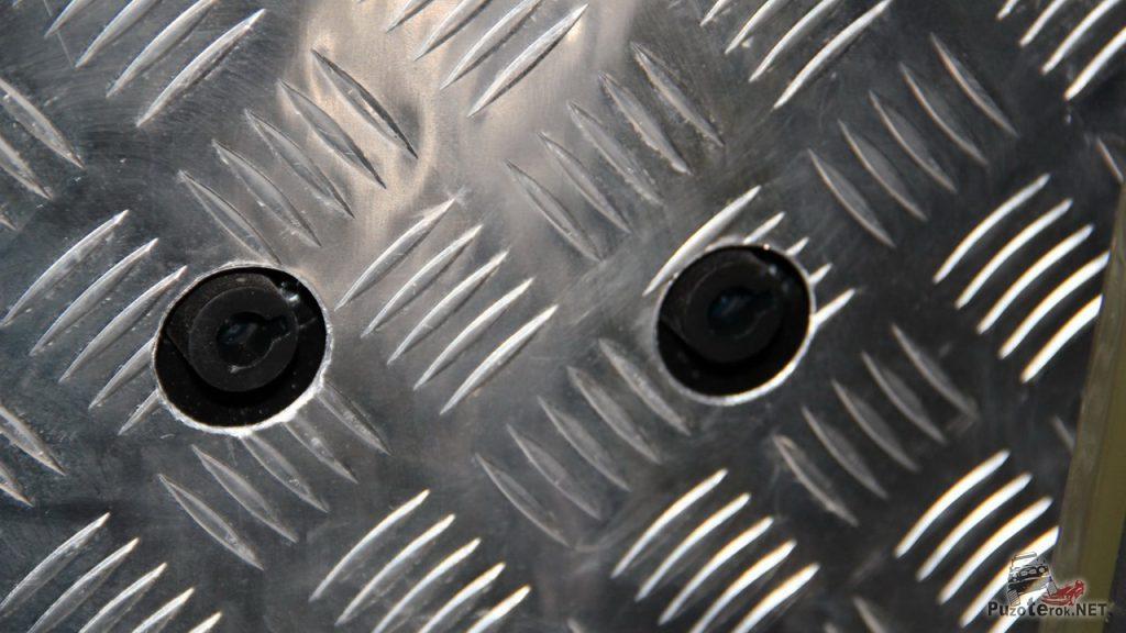 Отключатели массы. Отключатели использованы от лебедки, стандартные Т-Макс. Отключение происходит и плюса и минуса