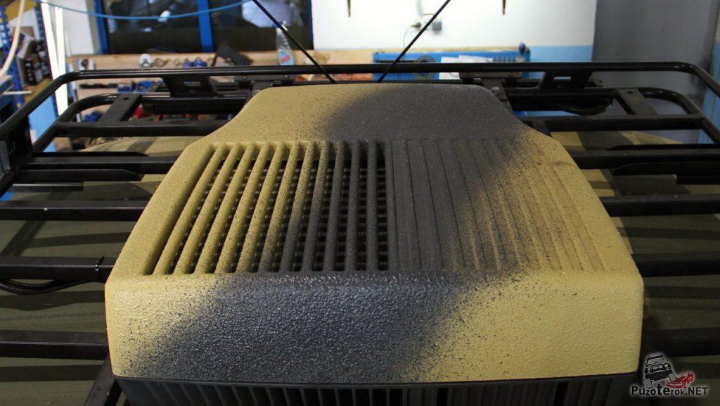 На крыше, помимо багажника можно видеть внешнюю часть кондиционера, это Дометик, 1.2 КВт.