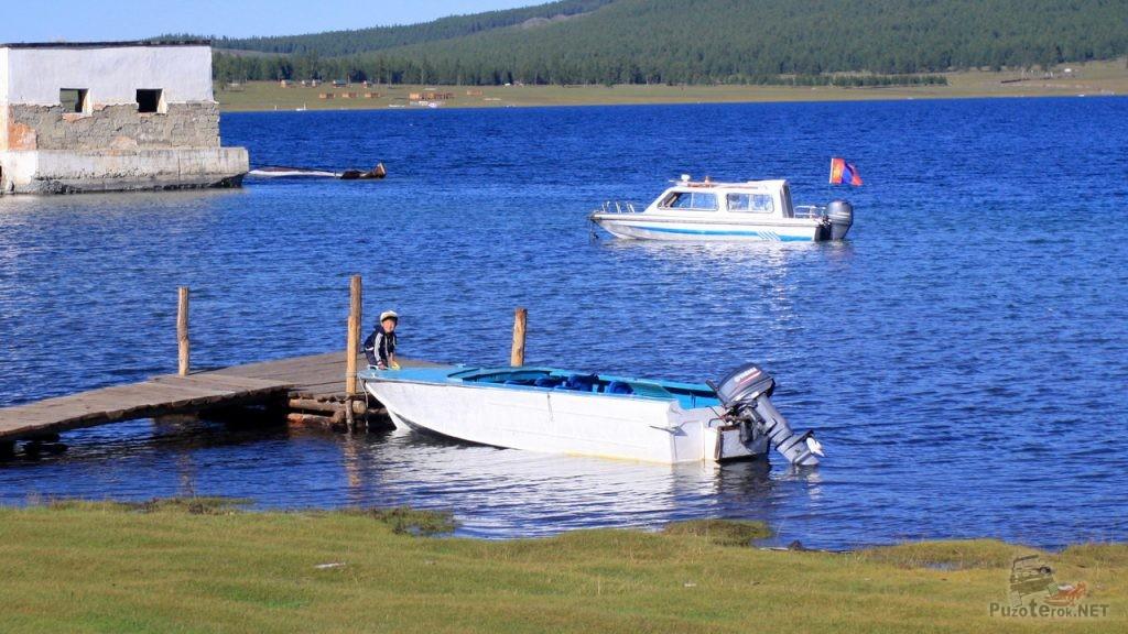 Прогулочные катера на озере Хубсугул
