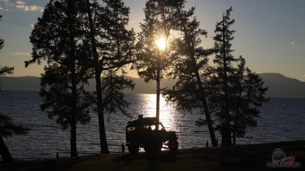 Закат на озере Хубсугул. Здесь мы разбили лагерь.