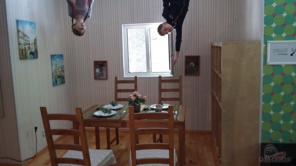 Аттракцион перевернутый дом