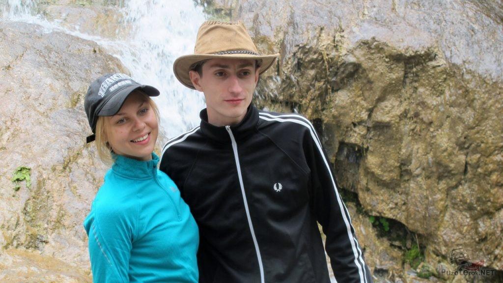 Фото возле водопада на Алтае