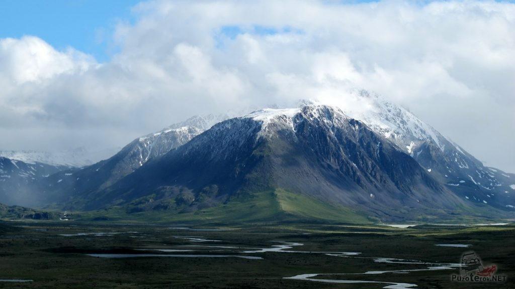 Горы на монгольской стороне плато Укок