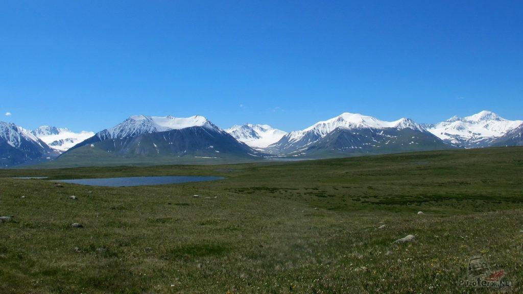 Красивые заснеженные горы, Укок