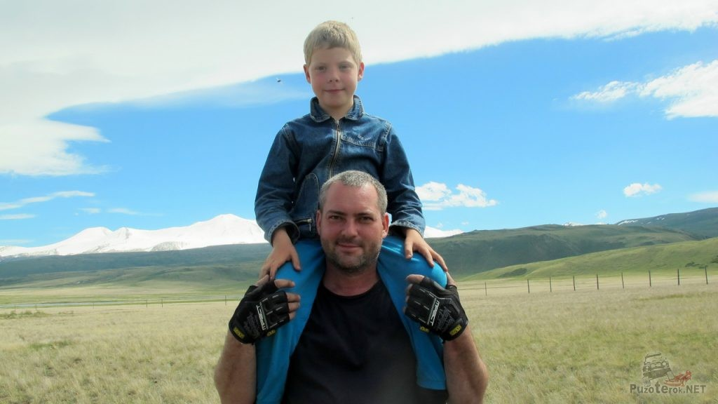Папа с сыном путешествуют вместе