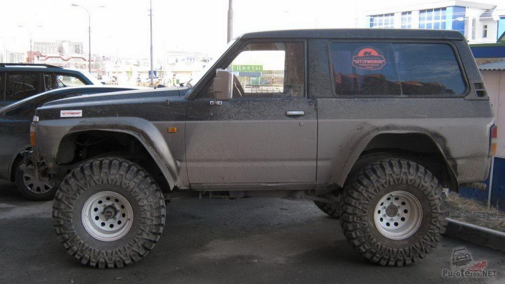 Nissan Patrol на шинах Maxxis Creepy Crawler