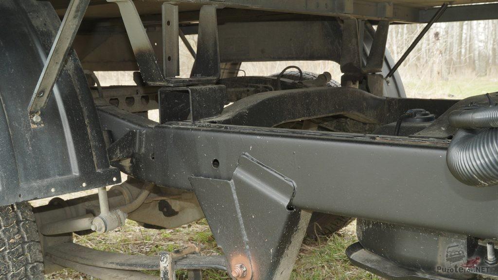 Большое пространство под кузовом УАЗ Профи и низко расположенный топливный бак