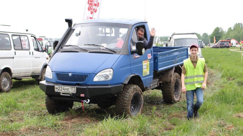 Бортовой полноприводный ГАЗ Соболь на соревнованиях