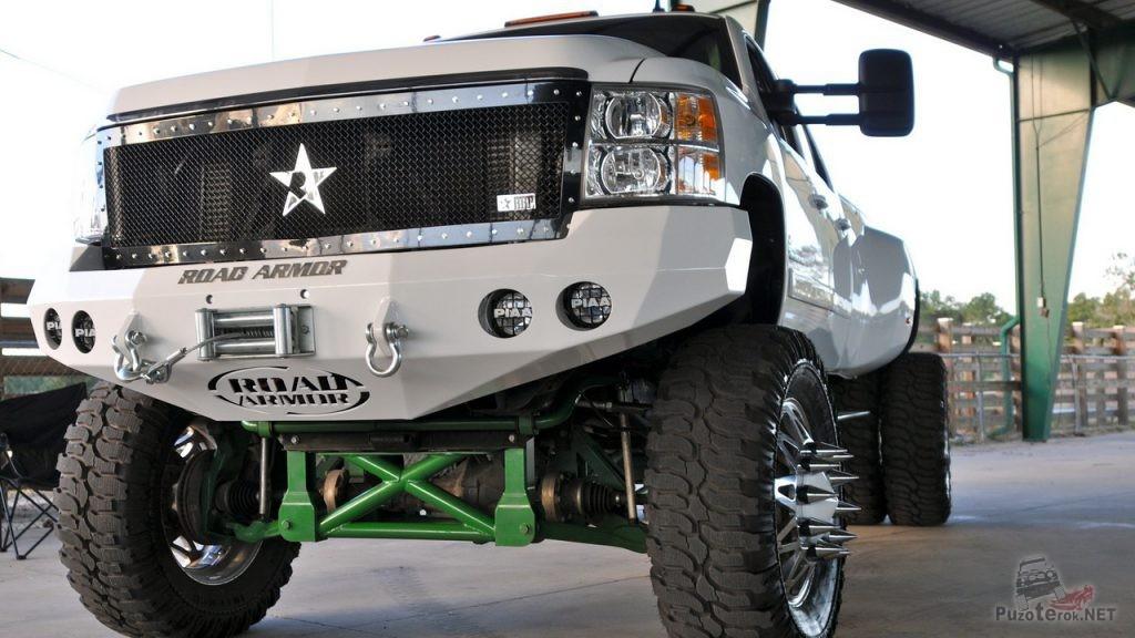 Chevy Silverado с бампером Roar Armor
